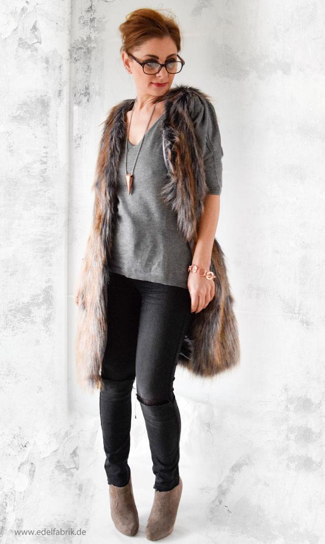 die Edelfabrik - Look mit grau brauner Fellweste und schwarzer Jeans