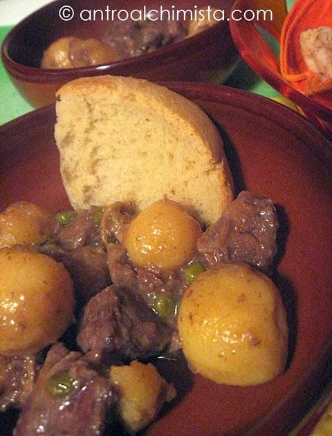 Spezzatino con Patatine Novelle e Piselli (ricetta Slow Cooker)