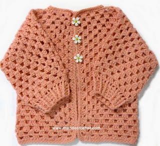 http://www.mundocrochet.com/saquito-crochet-para-bebe-tejido-con-2-hexagonos-patron-y-paso-paso/
