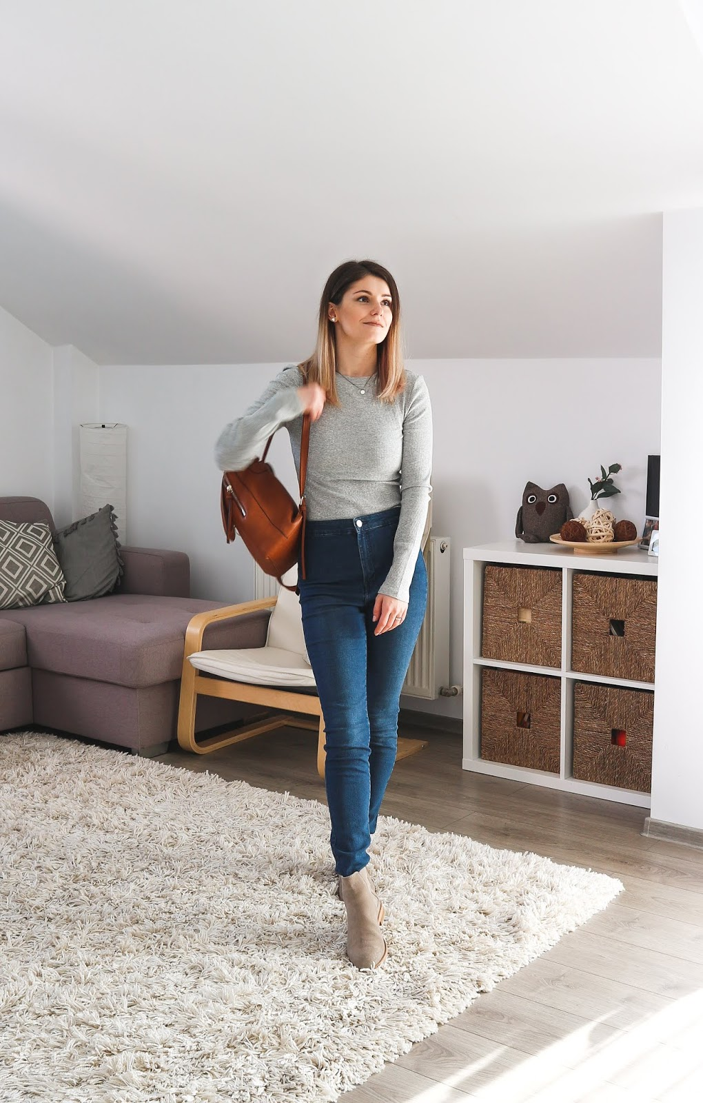 simple outfit for moms with grey ribbed top