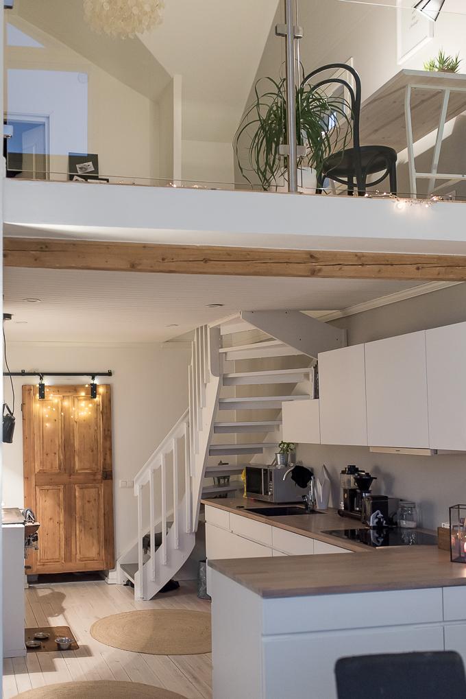 keittiö kvik mano, vanha ovi liukuoveksi diy, vanhan talon remontointi modernimmaksi, vanha puuliesi moderni keittiö