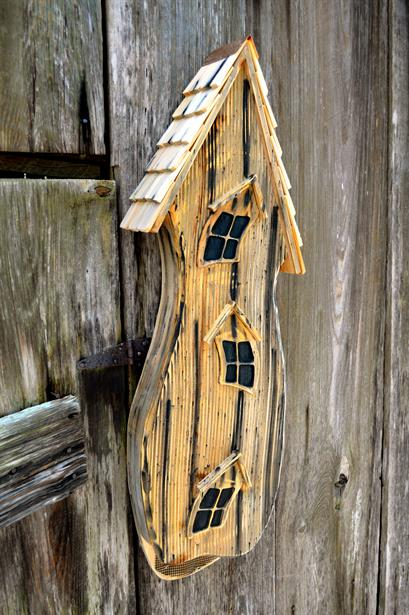 Wild birds unlimited when to hang bat houses in michigan for Bat condo
