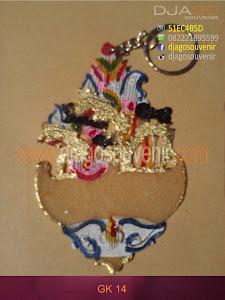 Souvenir gantungan kunci wayang berbentuk love