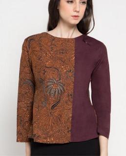 Model ketiga Baju Batik Atasan Wanita Lengan Panjang