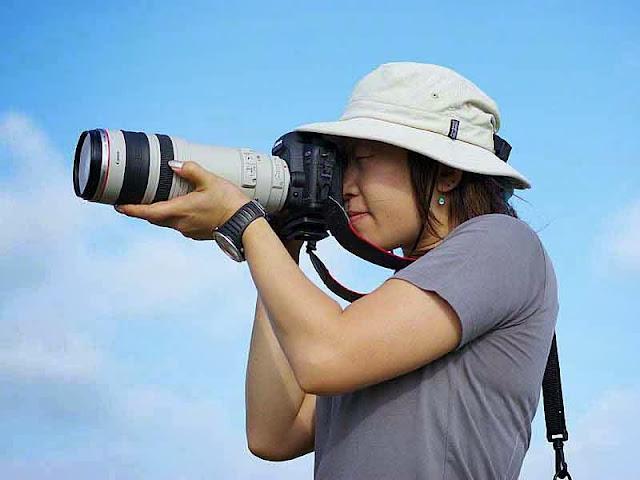 A woman camerman in Japan