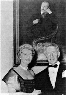 Arthur i Nelly Rubinstein przed portretem Emila Młynarskiego Fot Wikimedia Commonsi aaa