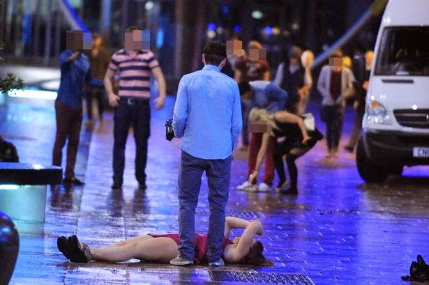 Christmas revellers the worse for wear - stay safe this party season - motherdistracted.co.uk