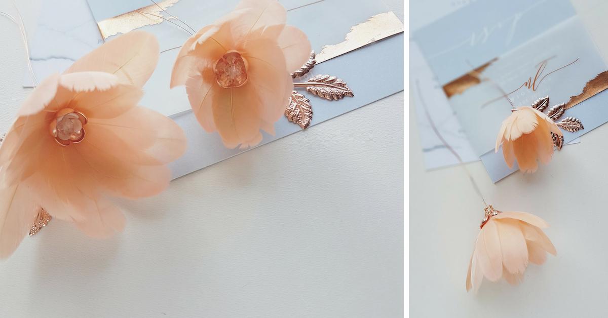 Brzoskiwniowy stroik ślubny z kwiatami.
