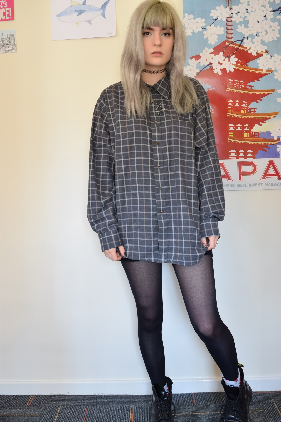 Vintage shirt grey hair OOTD