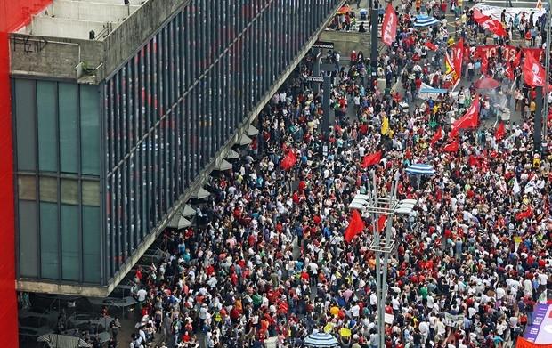 Petistas protestam contra Temer na Avenida Paulista - MichellHilton.com