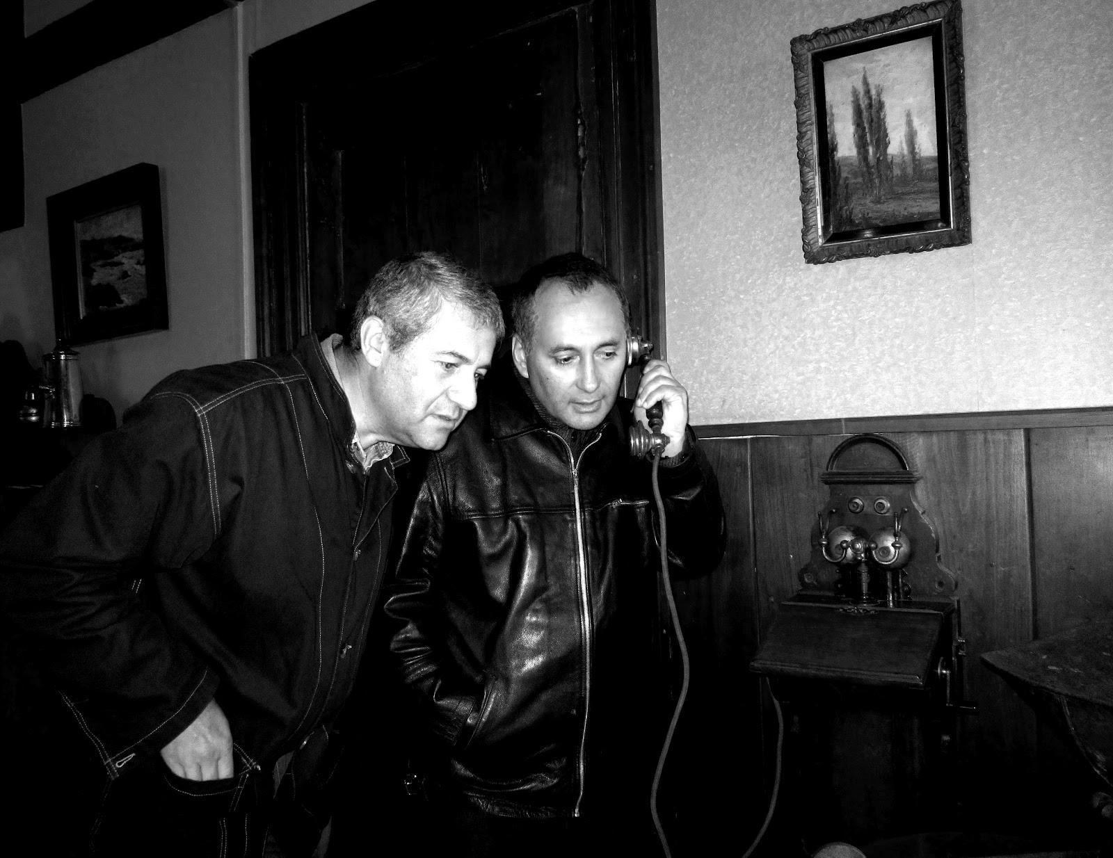 https://i2.wp.com/2.bp.blogspot.com/-WfM1OWJ3d9U/UAzJJ3c7S_I/AAAAAAAAFuU/wM8iQKLsI3w/s1600/Manuel+Solar+y+Adolfo+Vasquez+Rocca+PH.D._+Los+Angeles+2012+_El+Telefono+de+Hitler.jpeg