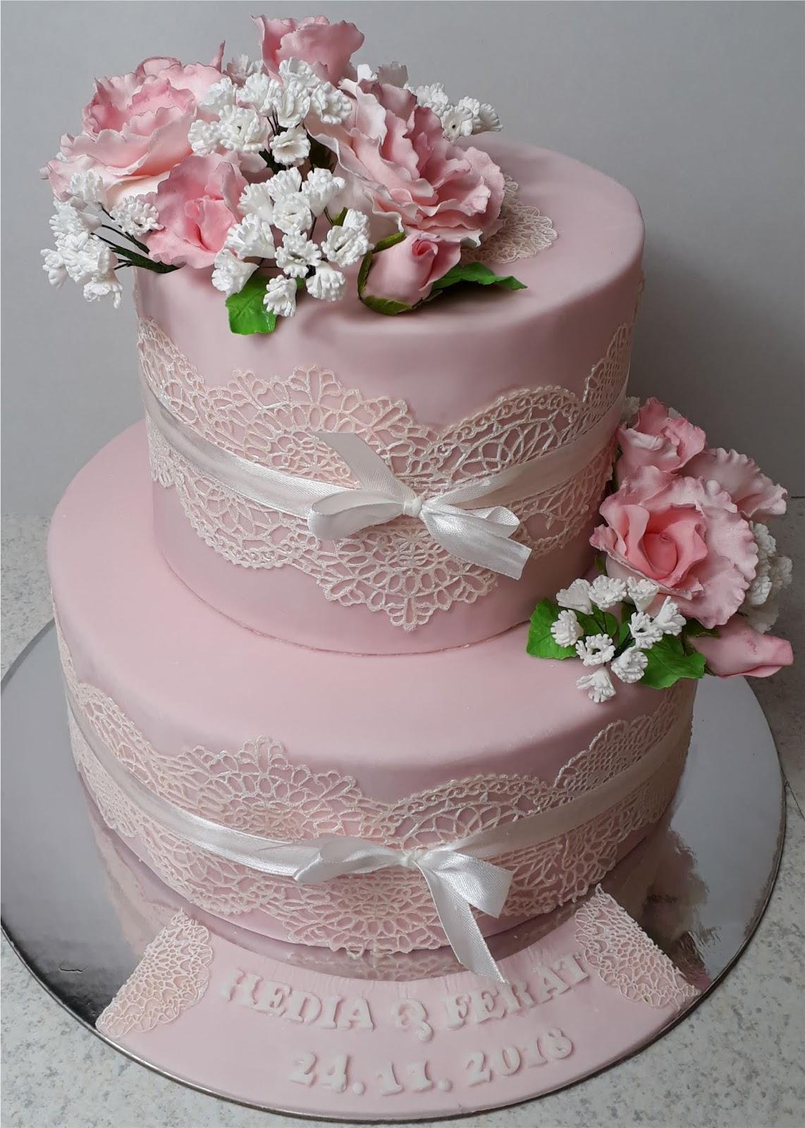 Rosa Hochzeitstorte Mit Rosen Und Essbarer Spitze