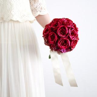 赤いバラのブーケカップ咲きローズのブーケ(赤)_ウェディングブーケ&ヘッドドレスairaka
