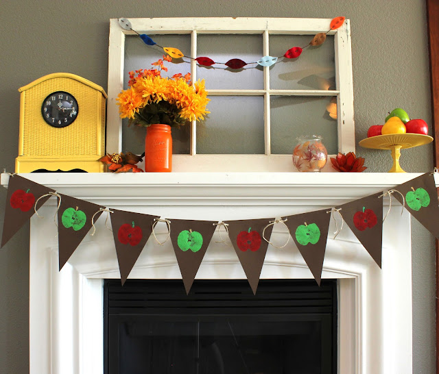 Apple Stamped Banner - a fun kid craft #kidcrafts #diy #crafts #fall #apples