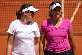Conchita Martinez And Gigi Fernandez Discussing Tactics