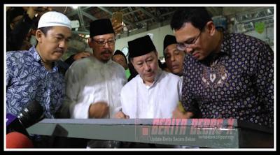 Ahok di makam Mbah Priok, Islam, ribuan umat islam, Ahok, Ahok Gubernur DKI, Ahok resmikan makam Mbah Priuk, ditemani kakak angkat, Berita Bebas, Berita Terbaru, BeritaBebasX, Ulasan Berita, Jakarta, pemimpin non muslim di jakarta,