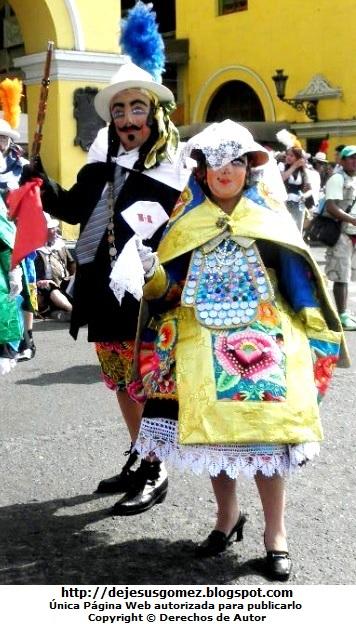 Foto del Príncipe o Chapetón junto a la Huanca o Huanquita (Plaza Mayor de Lima - Lima - Perú). Foto tomada por Jesus Gómez