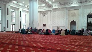 Wanita Haidh Berdiam di Masjid