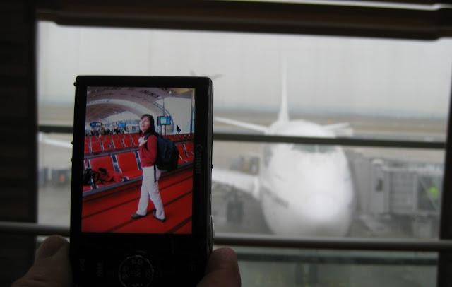 Flughafen Paris-Charles-de-Gaulle mit unserem Jumbo im Hintergrund