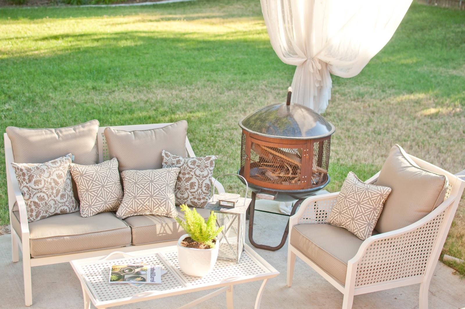 Domestic Fashionista: Backyard Patio Furniture