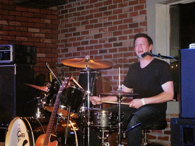 Cory Monteith bateria