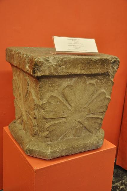 Kołbacz - głowica romańskiej kolumny przechowywanej w Muzeum Narodowym w Szczecinie