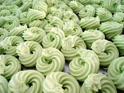 http://resepabu.blogspot.com/2016/12/resep-dan-cara-membuat-kue-bangkit-susu.html