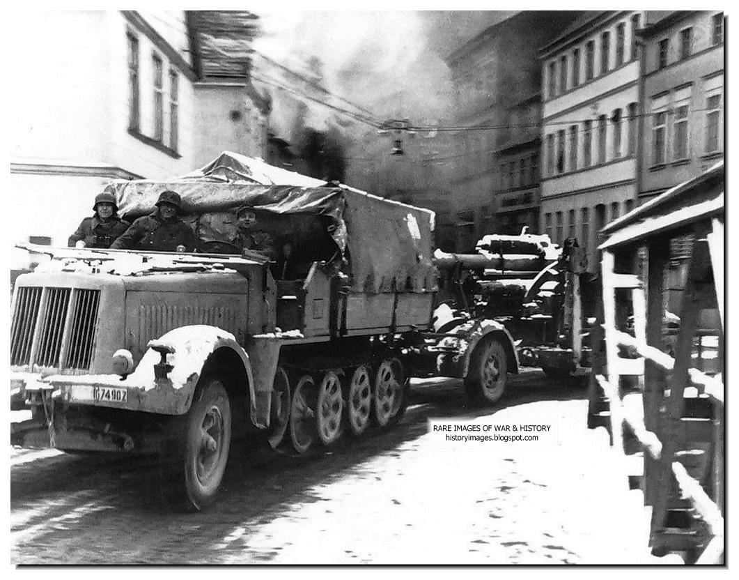 """Pionierzy"""". Punkt Zborczy Nr 3 przy ul. Mickiewicza, 1946 ..."""
