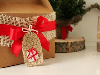 come personalizzare i nostri regali di natale con chiudi pacco all'uncinetto