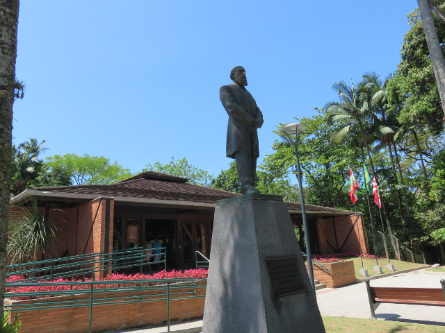 A bronze statue of Dr. Blumenau and behind it it is his mausoleum.
