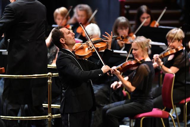 BBC Proms - Antoine Tamestit, John Eliot Gardiner, Orchestre Révolutionnaire et Romantique (Photo BBC/Chris Christodoulou)