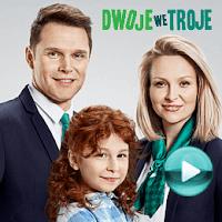 """Dwoje we troje - naciśnij play, aby otworzyć stronę z odcinkami serialu """"Dwoje we troje"""" (odcinki online za darmo)"""