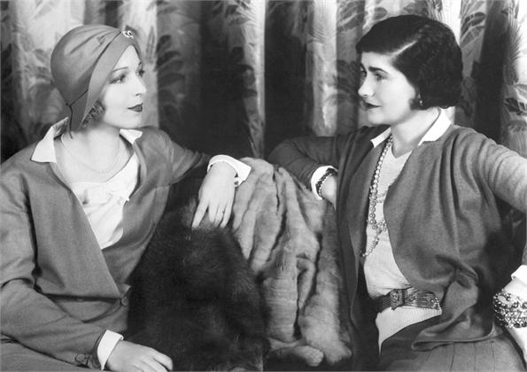 Gabrielle Coco Chanel ed Ina Claire 1931 - Tutt'Art@