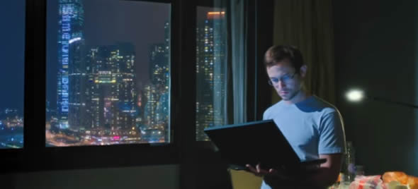 Filme sobre o Analista de Sistemas Edward Snowden ganha primeiro trailer.