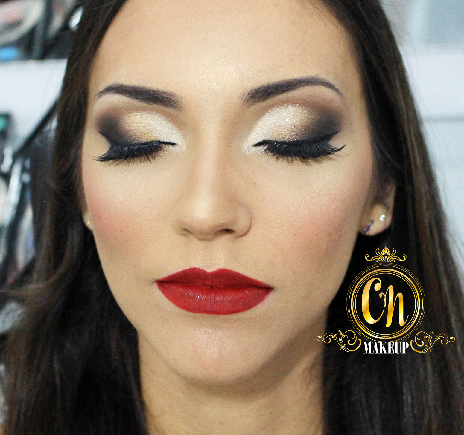 maquiagem-amigas-maquiando-maquiadora-ubatuba-cut-crease-semi-esfumado-diagonal-principal%2B%25284%2529.jpg