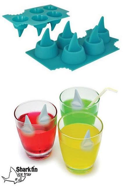 夏に欲しい?個性的な氷を作れる製氷皿、6選 サメが襲ってくる氷