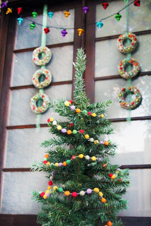 simple retro Christmas porch decor