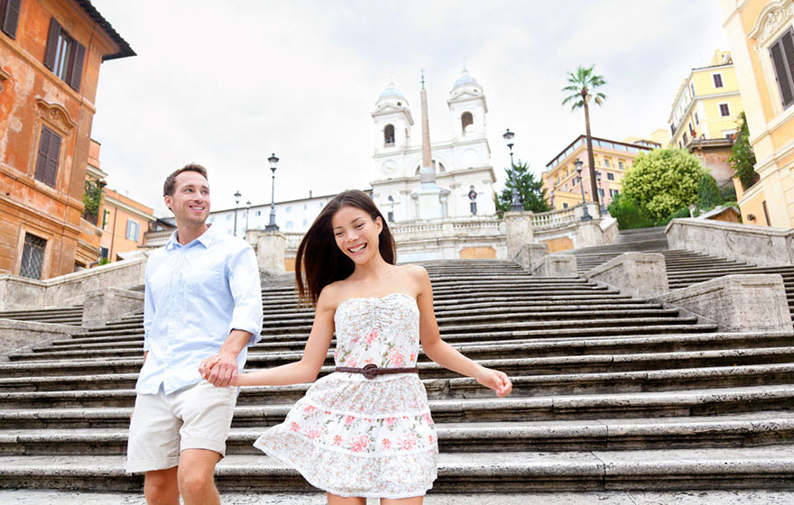 Travel Expectations Vs Reality (20+ Pics) - Hanging Out At The Spanish Steps In Italy With Your Sweetheart