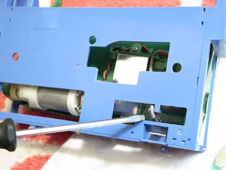 iRobot Roomba 577 組立て時モーター配線の取り回し忘れ注意です