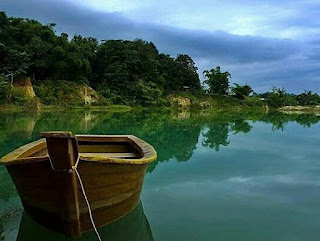 http://www.teluklove.com/2017/04/pesona-keindahan-wisata-telaga-biru.html