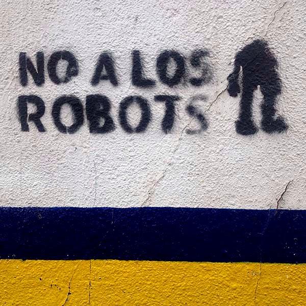 La palabra robot fue creada por el  autor checo Karel Capek en su  obra R.U.R: Los Robots Universales  de Rossum y viene del checo robota,  que significa trabajo forzado,  y rabota, que significa servidumbre.