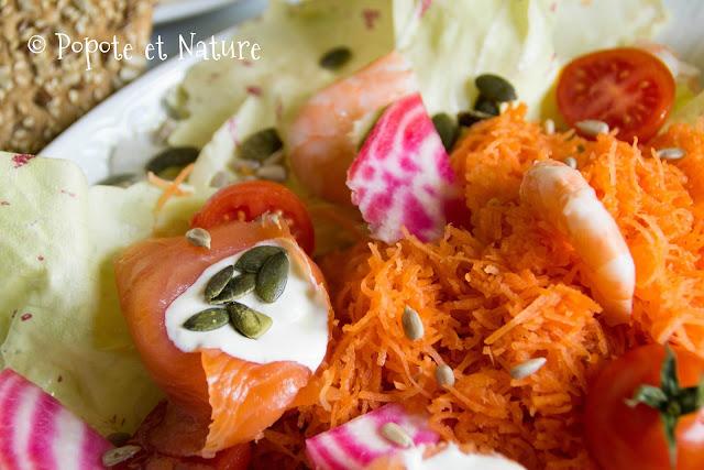 salade à la truite fumée aux crevettes au fromage frais et aux petits légumes © Popote et Nature