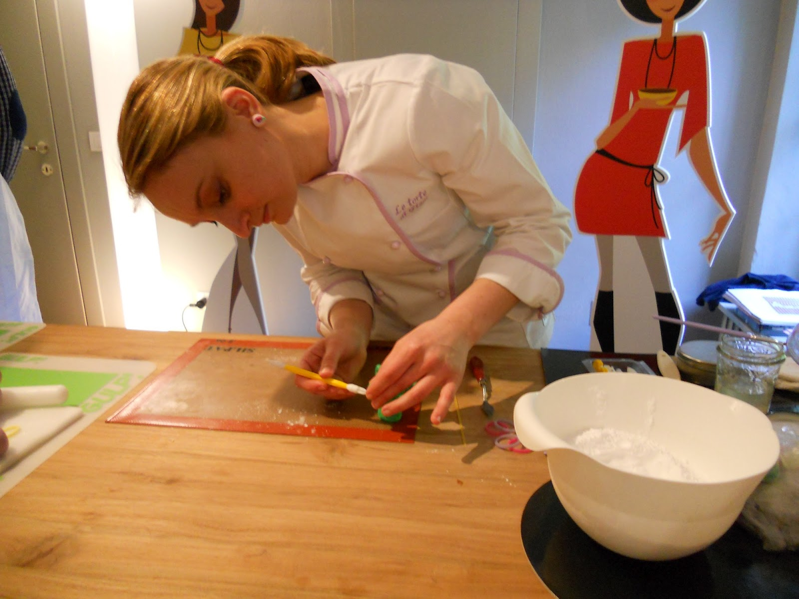 Una giovane e talentosa professionista dell arte pasticcera che realizza  sia ottimi dolci della tradizione anglosassone d94cf74b09b