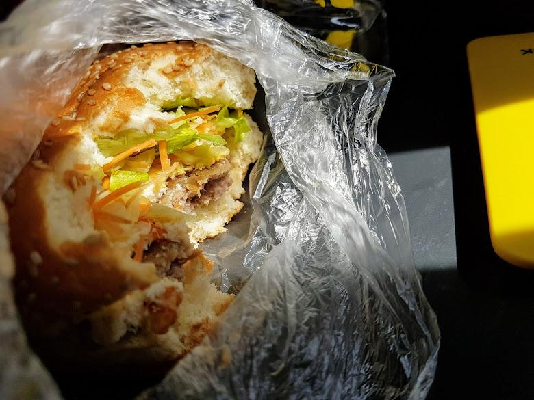 中午自製的漢堡