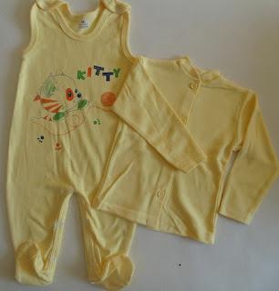 bananowy kaftanik i bananowe śpiochy niemowlece