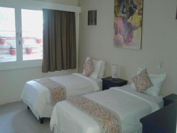 kamar hotel scallywags resort gili trawangan Lombok