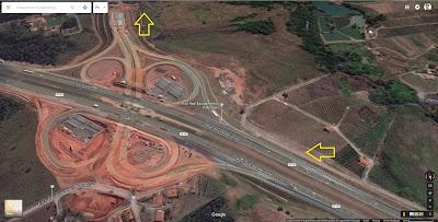 A foto de satélite publicada no Google Maps ainda mostra o acesso da Rodovia Bandeirantes (SP 348) para o anel viário de Campinas em obras, mas a via já está inaugurada. Atente para a saída no km 84.