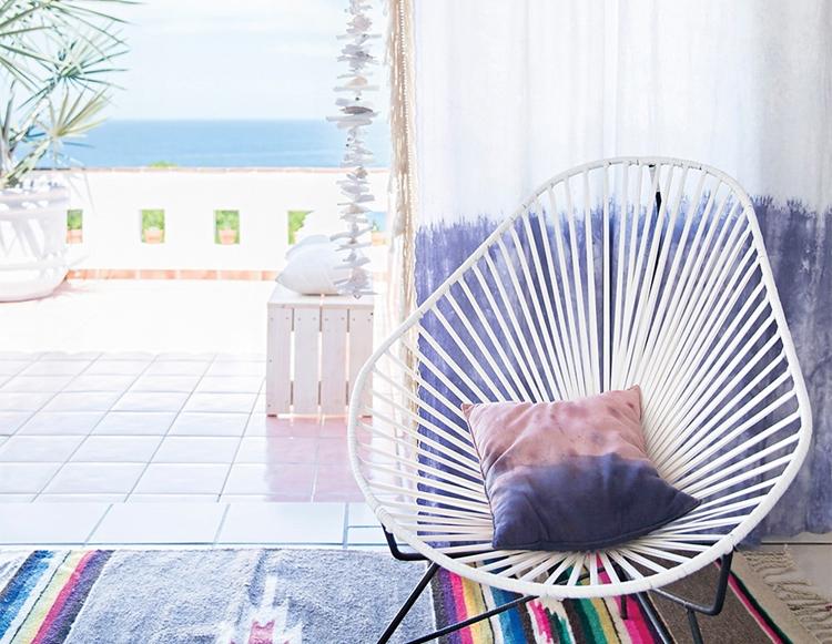 silla-acapulco-blanco-blanca-alfombra-kilim-funda-cojin-estilo-bohemio-nordico-casa-playa