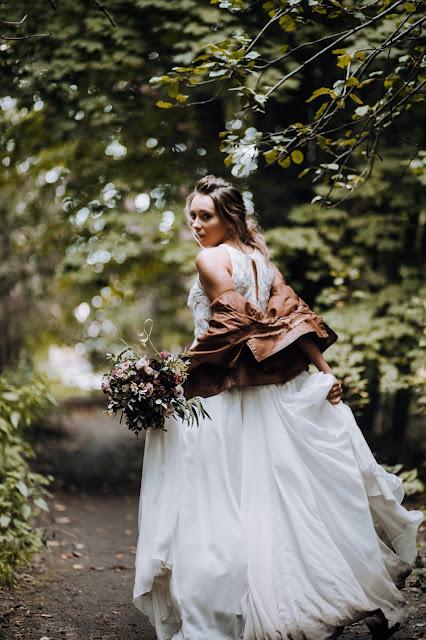 Uciekająca Panna Młoda. Suknia ślubna Wedding Room Gdynia. Stylizowana sesja zdjęciowa Bridal Blog.