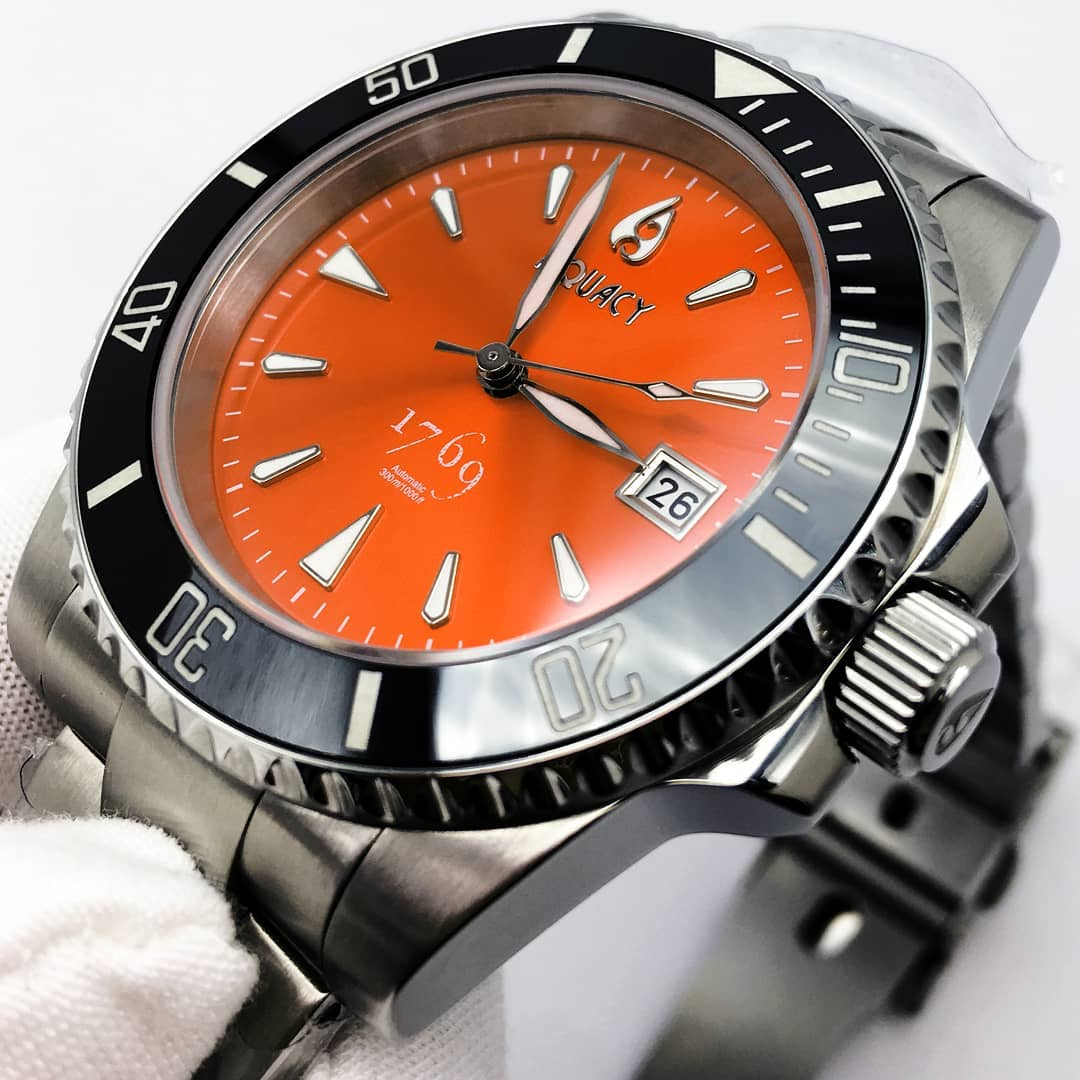 6a1ddfa3620877 Today, other than orange dial diver watch, you can see many-colored dive  watches are available.